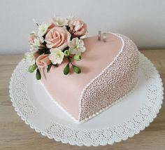 7647 -- Strawberry mousse engagement cake 2020-040
